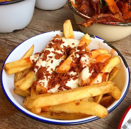 buffalo-fries-chips-hot-sauce-blue-cheese-mayo-fried-onion